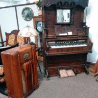 Old Fashioned Radio and Organ